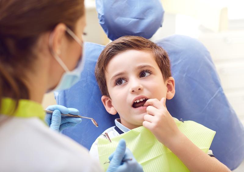 Kinder-bei-Zahnaerztin